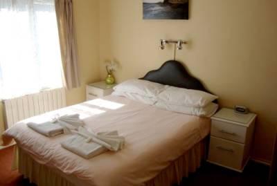 De L'Etang Guest House - Bedroom