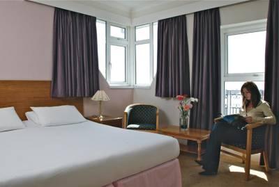 Hotel De Normandie - Balcony Bedroom