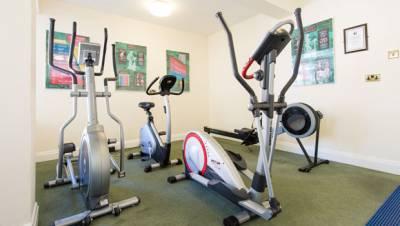 Sure Monterey Hotel - Gym