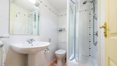 Norflok Lodge Hotel - Bathroom