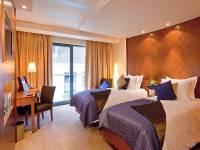 Royal Yacht Hotel - Gold Bedroom