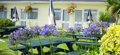 Wayside Cheer Hotel - Garden