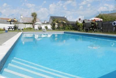 Wayside Cheer Hotel - Outdoor Pool